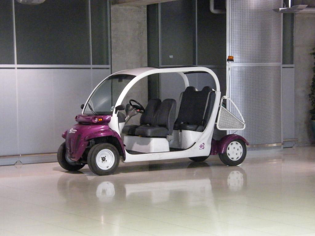 Электромобиль в аэропорту Бангкока