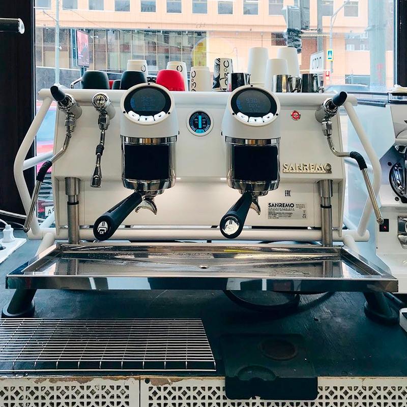Кофемашина Sanremo Cafe Racer обладает невероятной эстетикой, но сейчас мы понимаем, что эта покупка была эмоциональным решением