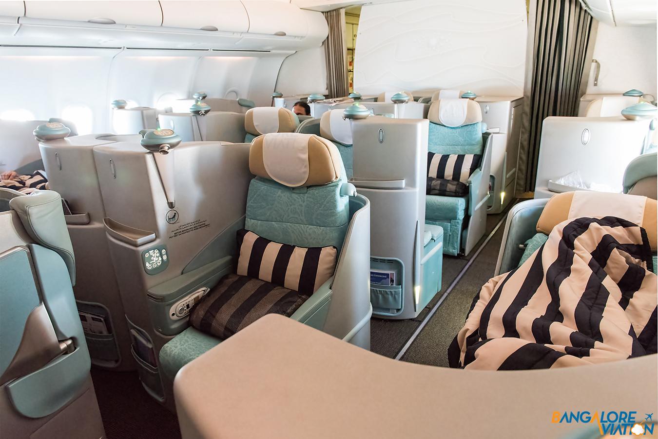 Бизнес-класс в «Этихаде»: отдельные кабинки и кресла, которые раскладываются в кровати