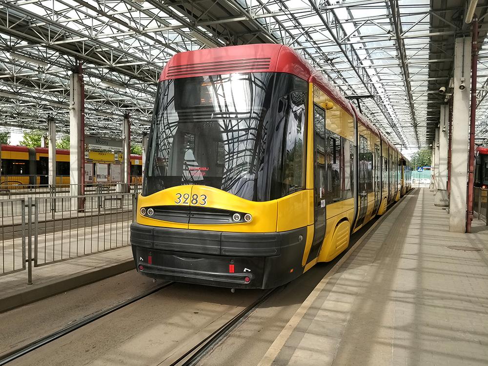 В городе развитая сеть трамваев