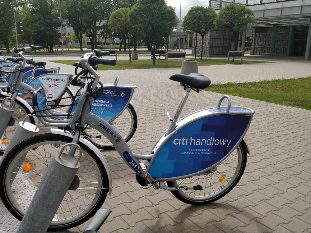 В Варшаве много велодорожек ивелопрокатов