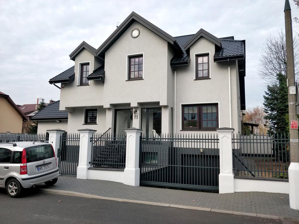 Так выглядит типичный дом в нашем районе Варшавы