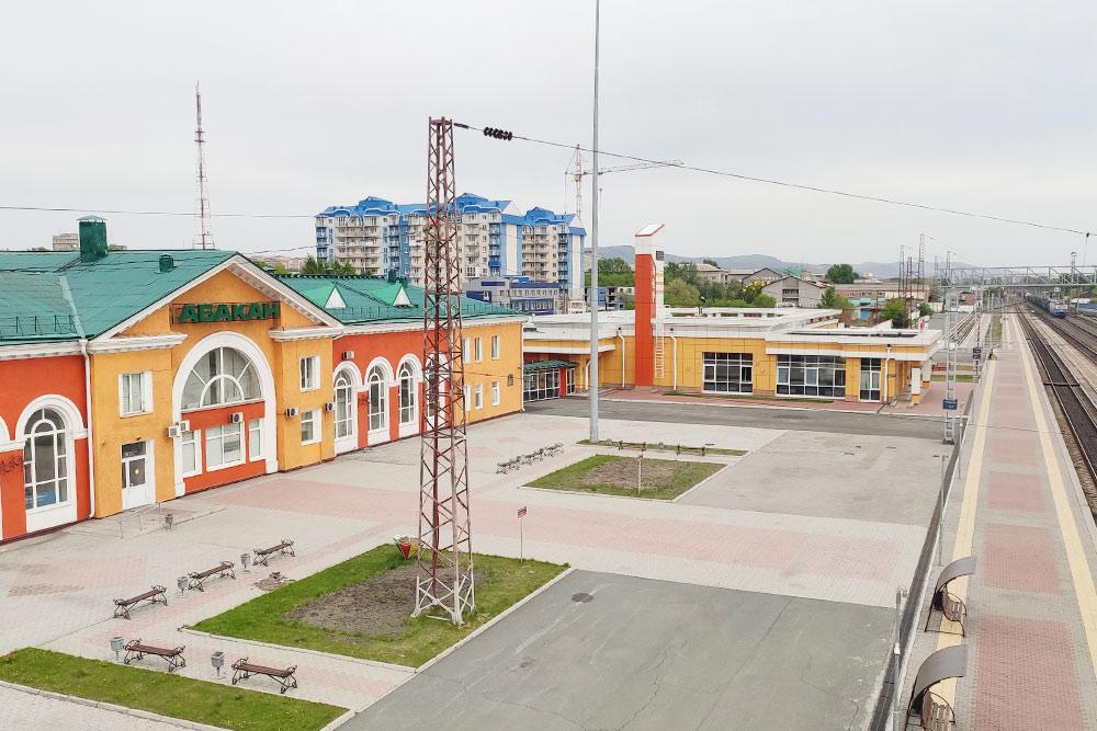 Железнодорожный вокзал Абакана. Сюда приходят поезда из Красноярска и Москвы