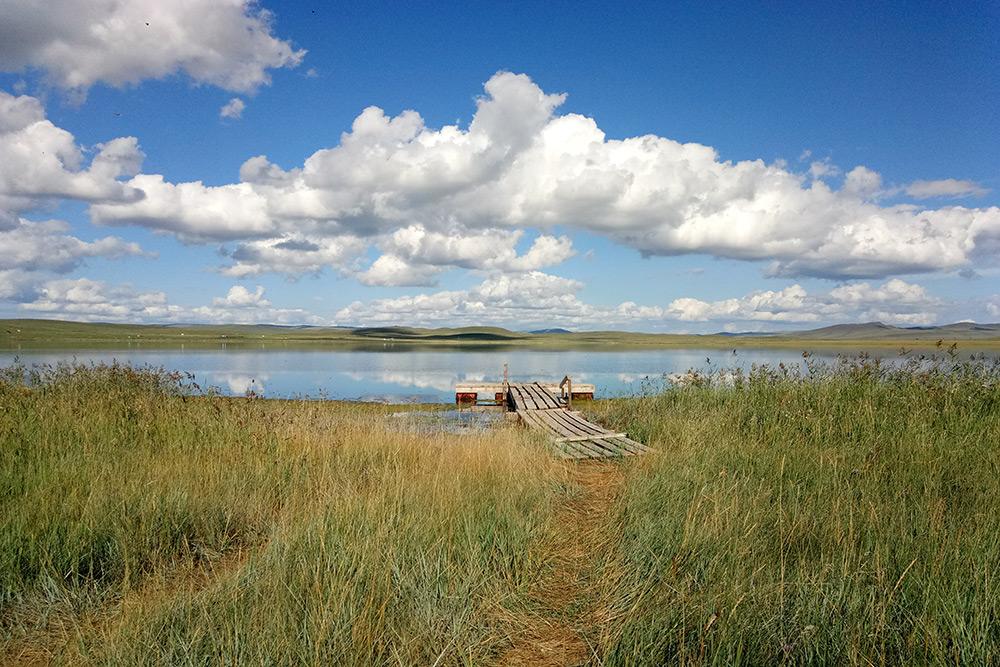 Тус — самое соленое озеро республики, уровень минерализации которого часто сравнивают с Мертвым морем. Сто лет назад мои предки добывали тут соль