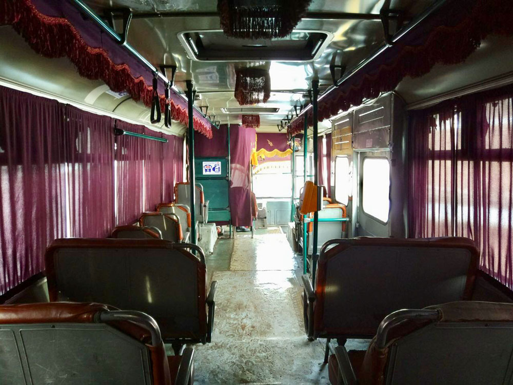На нескольких городских линиях ходят старые автобусы