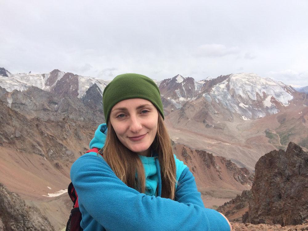 Это я во время восхождения на 3800 м. Алма-Ата окружена горами, доехать до предгорья можно на городском автобусе