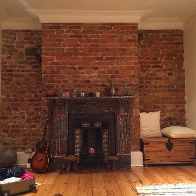 Камин в первой квартире, которую я снимала в Лондоне в доме в викторианском стиле