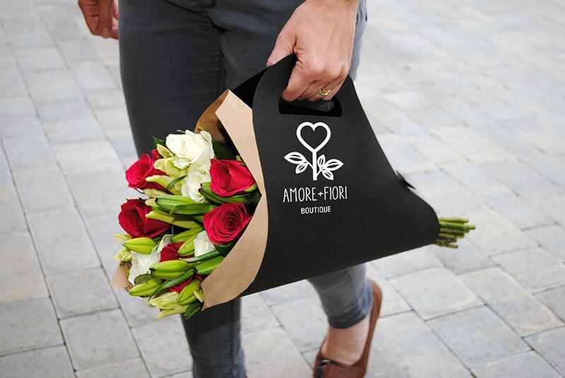 Фирменная цветочная переноска «Аморе-фиори»