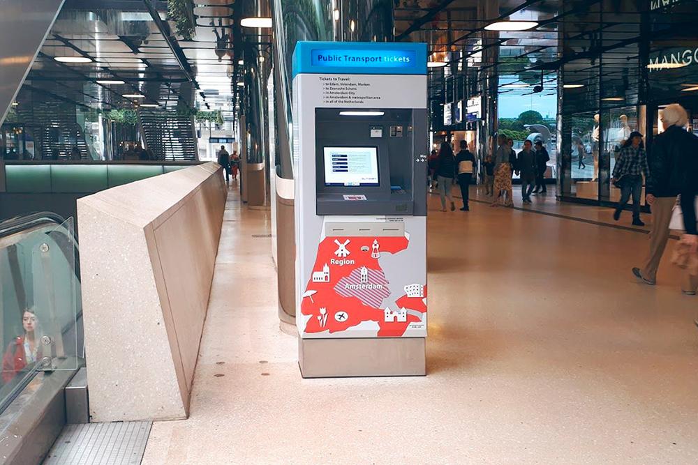 А в этом автомате продаются билеты на городской транспорт