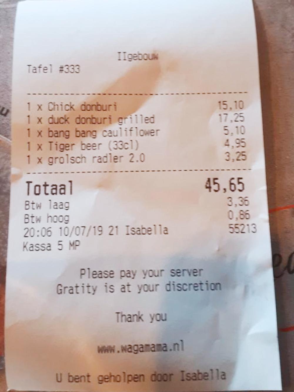 Счет за обед на двоих в сетевом кафе Wagamama