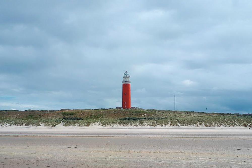 Маяк на острове Тексел на севере Нидерландов