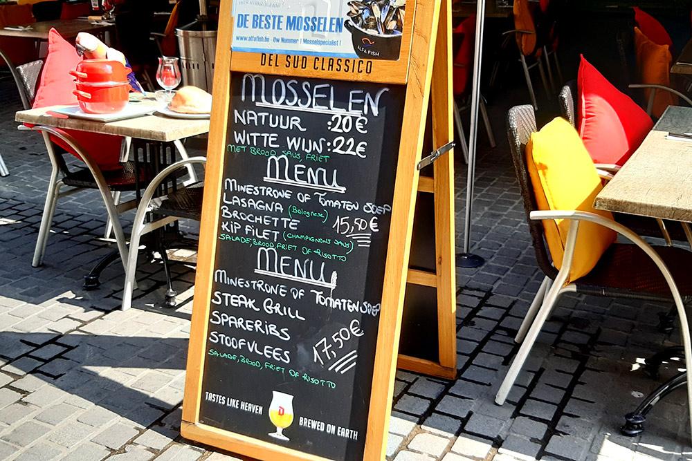 Классические мидии по-бельгийски вресторанах Антверпена стоят 20€, мидии вбелом вине — 22€