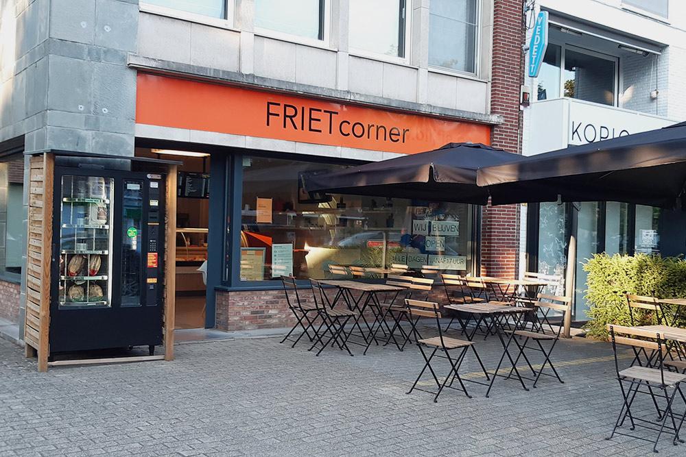 Типичная фритюрная на районе — там можно купить традиционную бельгийскую картошкуфри навынос. Аслева отвхода автомат, где можно купить хлеб