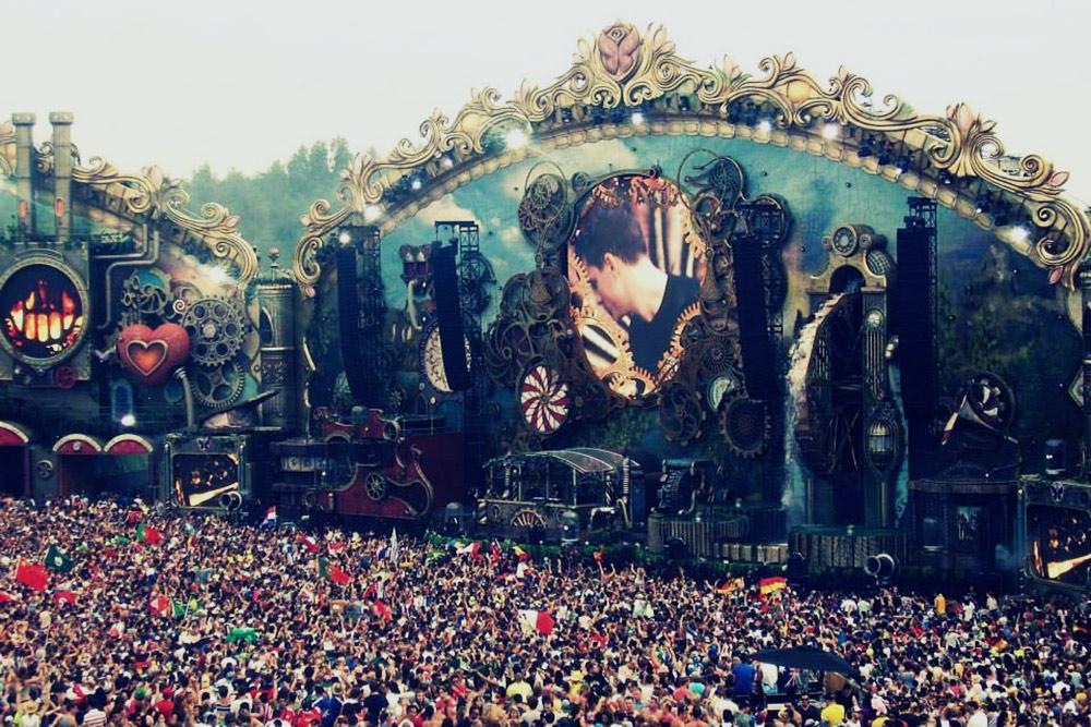 Одна из сцен на музыкальном фестивале Tomorrowland