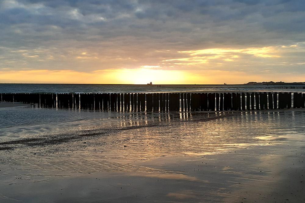 Закат на Северном море вЗеландии, наюге Нидерландов