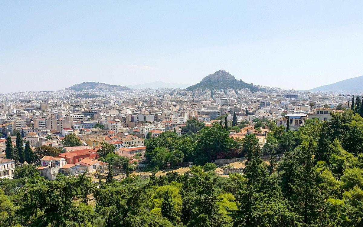 Билеты в Акрополь в июле стоили 12€ на человека. На сайте дешевле