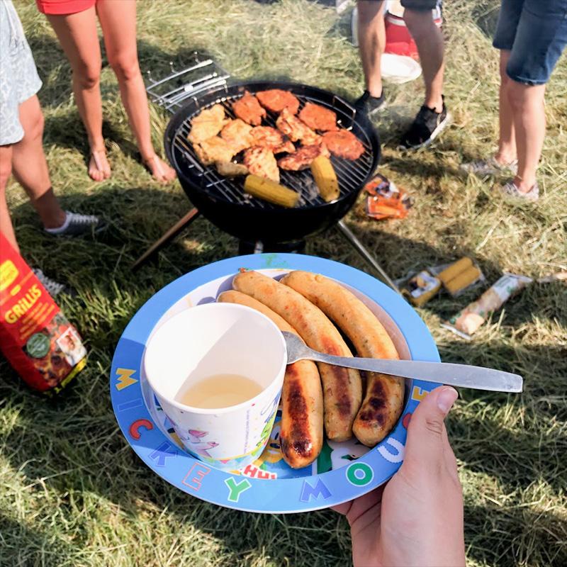В Германии самые вкусные сосиски, а студенты постоянно устраивают гриль-пати