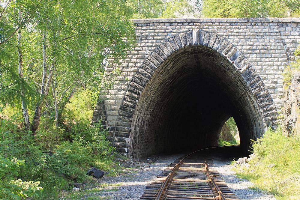 Особенно приятно гулять по тоннелям в жаркий день