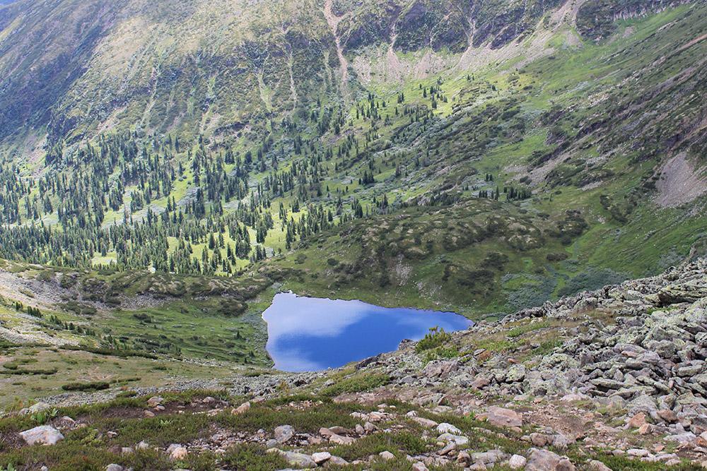 Озеро Сердце совсем небольшое: его можно обойти за 15 минут