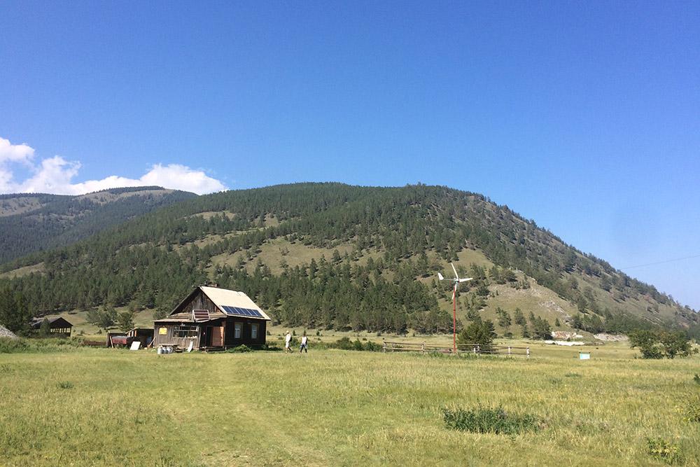 Домики Прибайкальского национального парка в районе Кадильного мыса