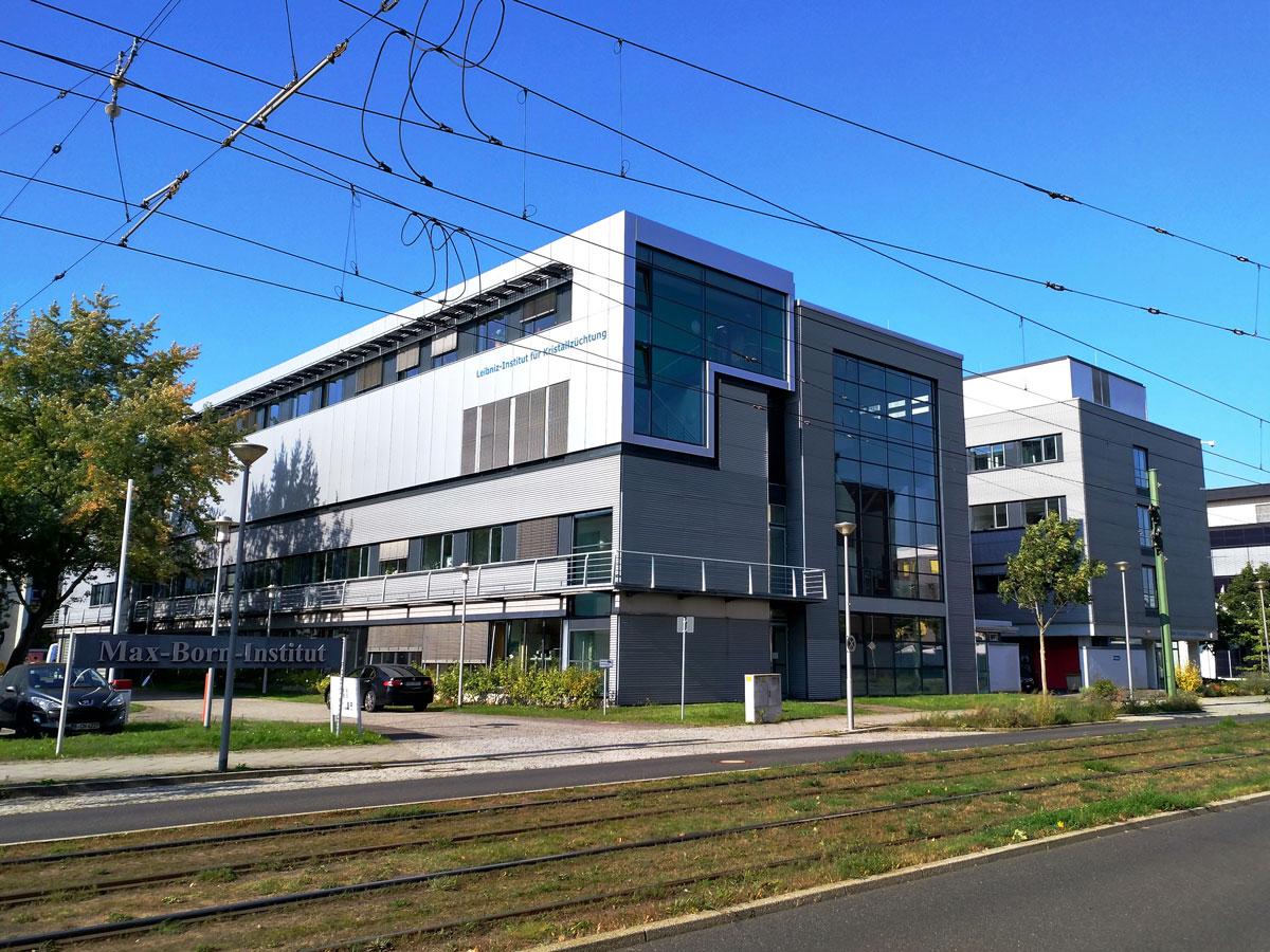 Здание Института роста кристаллов, где я провожу все свое рабочее время
