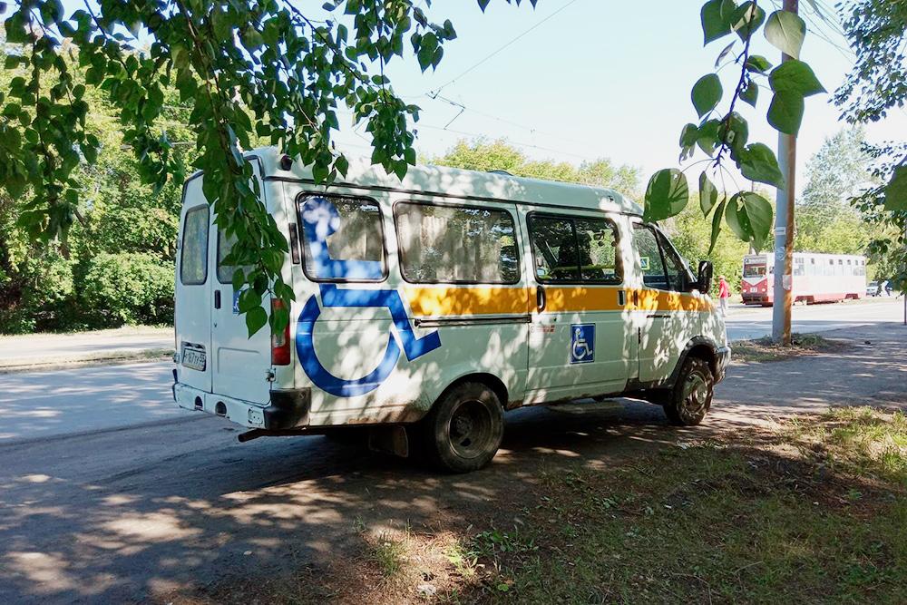 В Омской области соцтакси не возит лежачих больных — человек должен хотябы сидеть