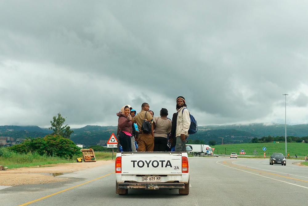 Общественный транспорт для бедных в ЮАР часто выглядит именно так