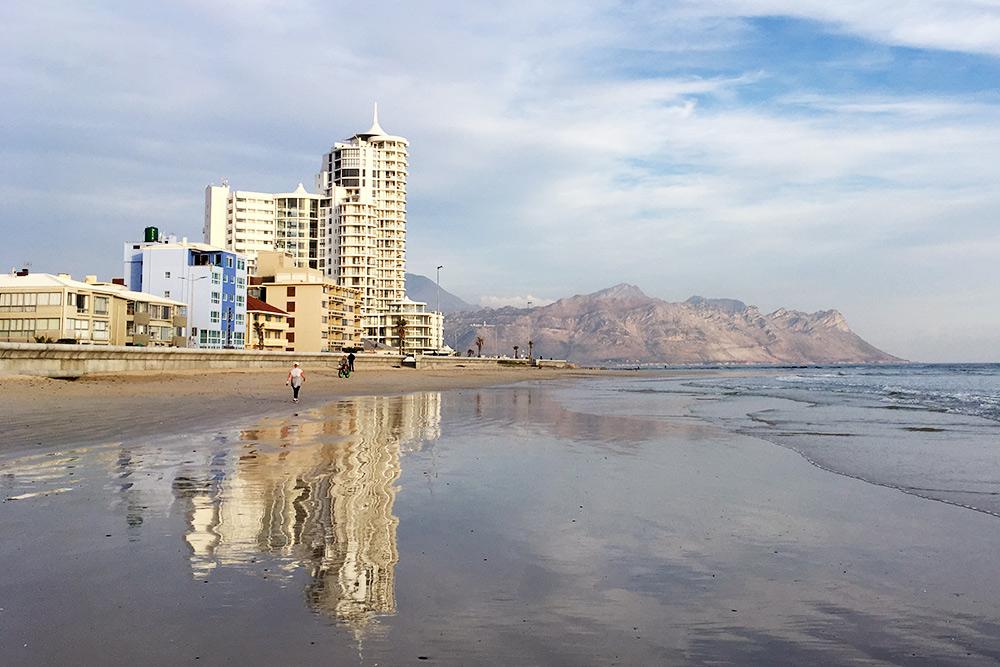 Еще мы очень любим долгие прогулки по пляжу, особенно когда там малолюдно