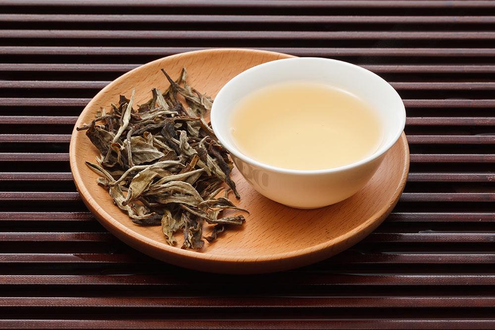 Настой белого чая. По цвету настоя чай иполучил название. Источник: Guiyuan Chen \ Shutterstock