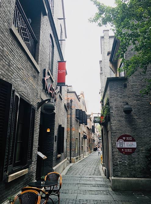 Синьтяньди построили французы в 1849году. После революции 1917года в Шанхай бежало много русских, которые на треть заселили этот квартал