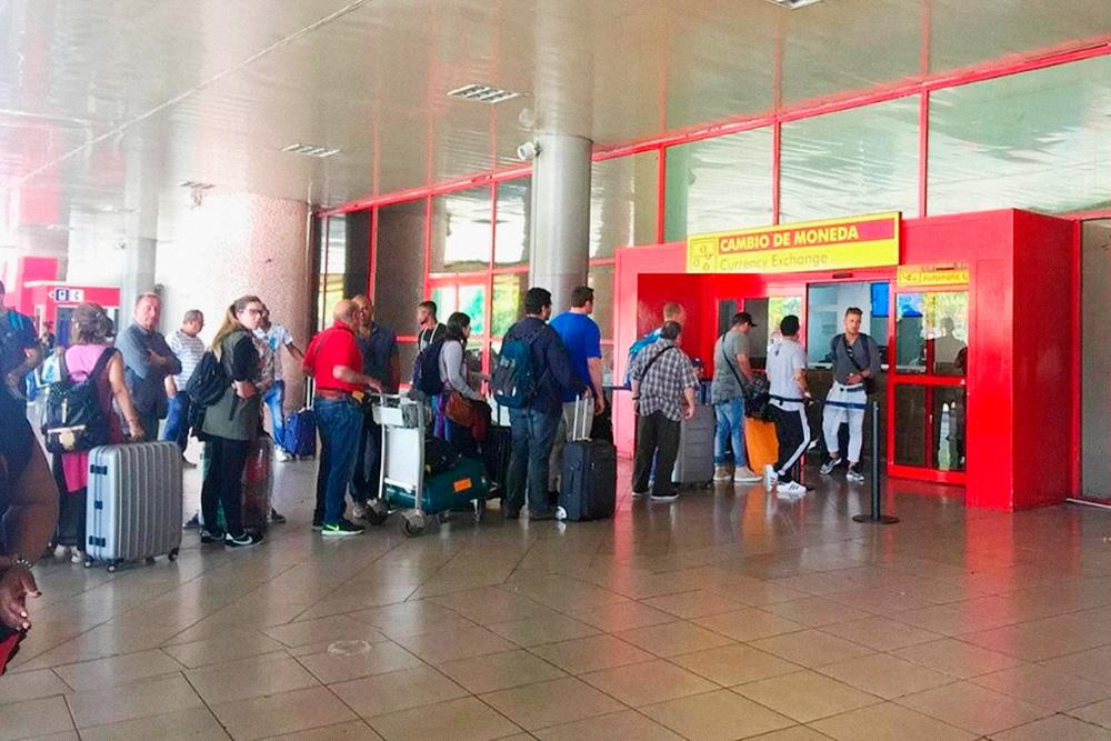 В аэропорту Гаваны две кадеки: в терминале прибытия и отправления. Они работают круглосуточно. Фото: chikarutera.com