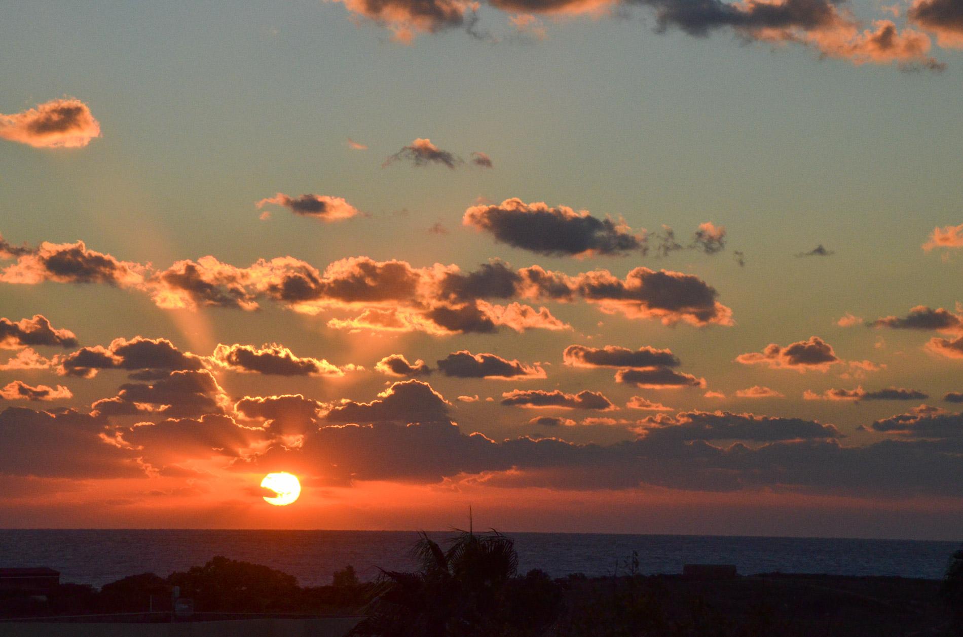 В Пафосе самые красивые закаты, потому что здесь видно, как солнце садится в море