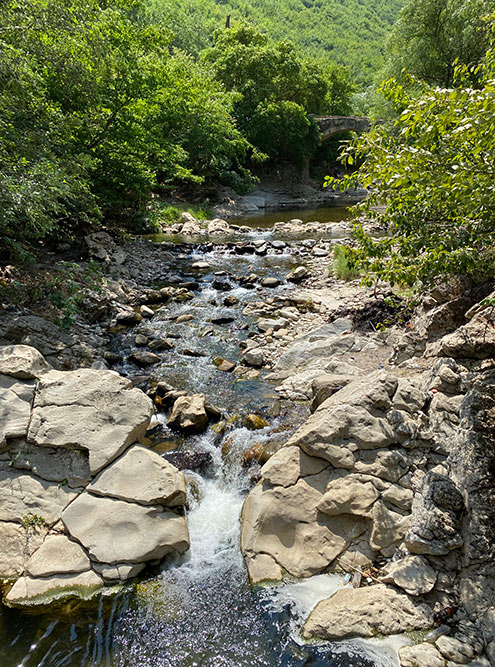Река Ханагчай и каменный мост надней