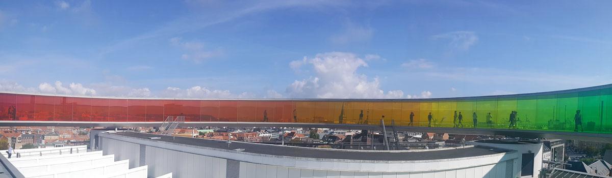 Музей «Арос» стал символом Орхуса благодаря этой радужной панораме на крыше