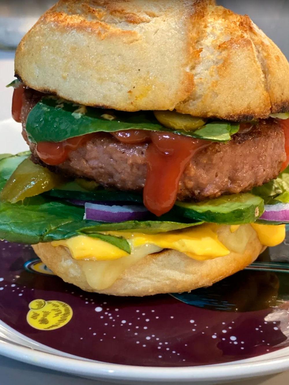 Бургер с веганским мясом Beyond Meat