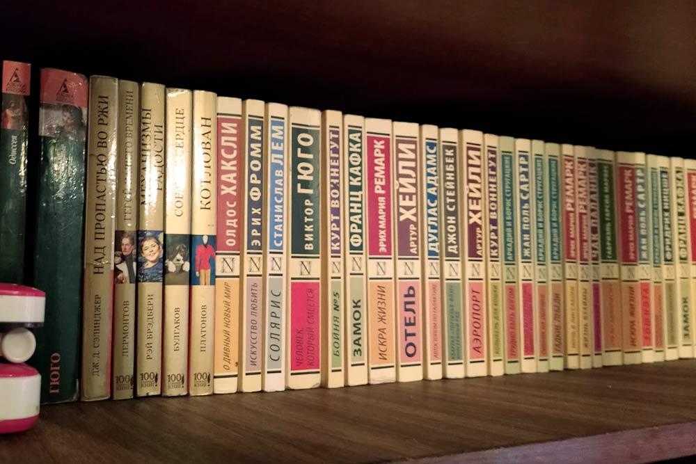 Малая часть коллекции моих книг. Раньше собирала как сумасшедшая, а теперь мучаюсь с ними прикаждом переезде