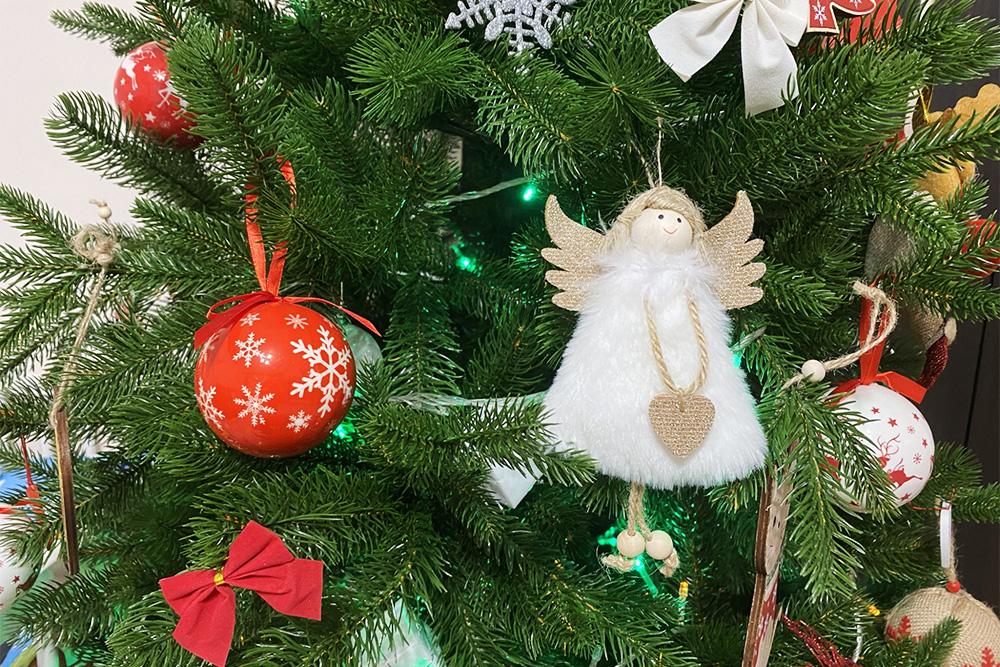 Моя любимая игрушка на елке — этот ангелочек. Заказала его на «Алиэкспрессе» за 139<span class=ruble>Р</span>