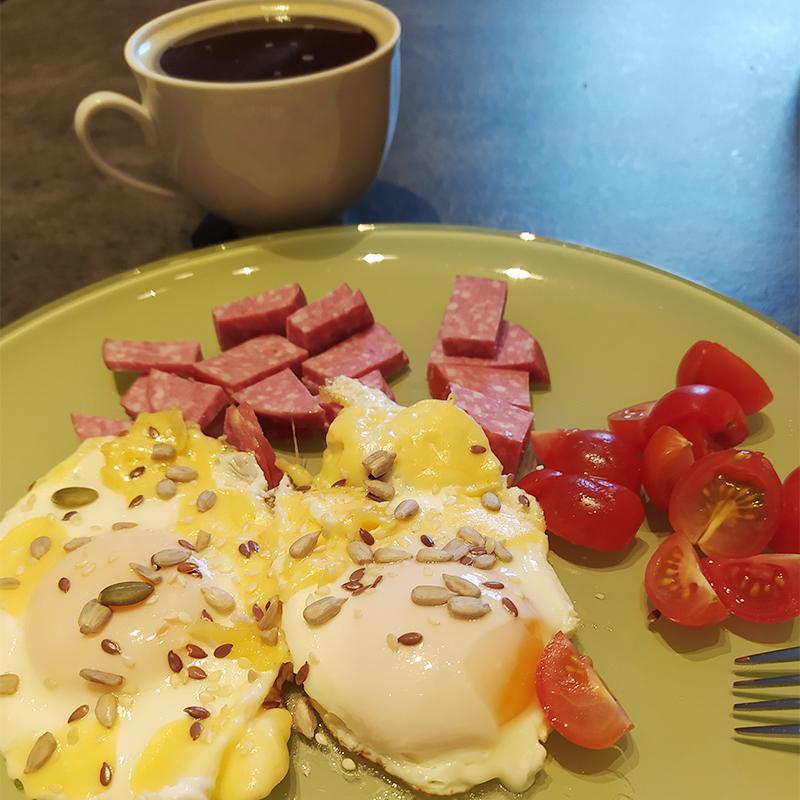 Позавтракала яичницей