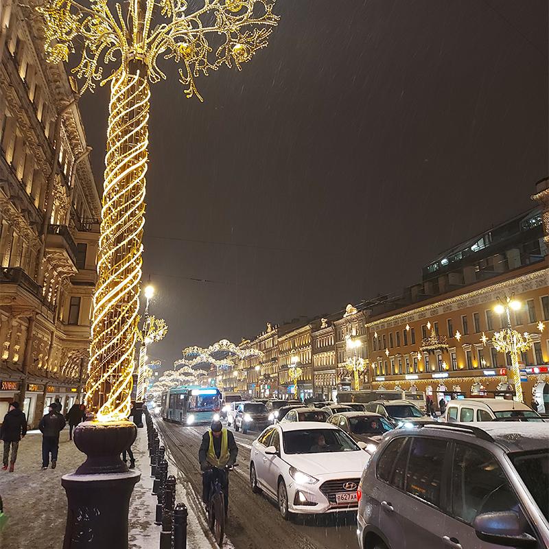 И новогодний Невский вечером