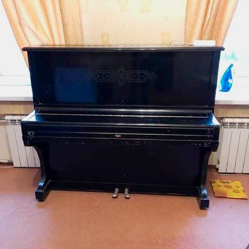 Такое пианино мы забрали даром