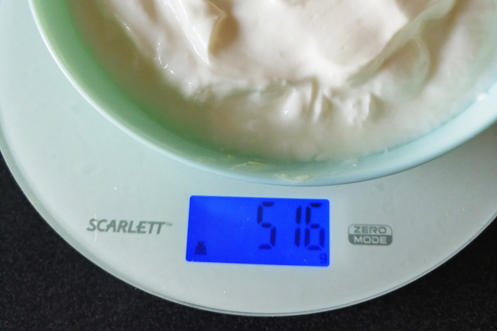 Из двух литров кефира получилось чуть больше 500граммов творога