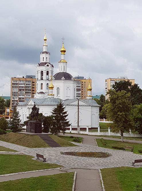 Сквер с памятником Ивану Грозному