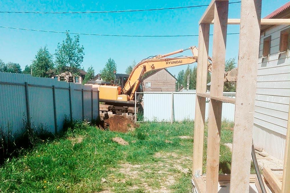 Длястроительства водопровода пришлось привлекать тяжелую технику