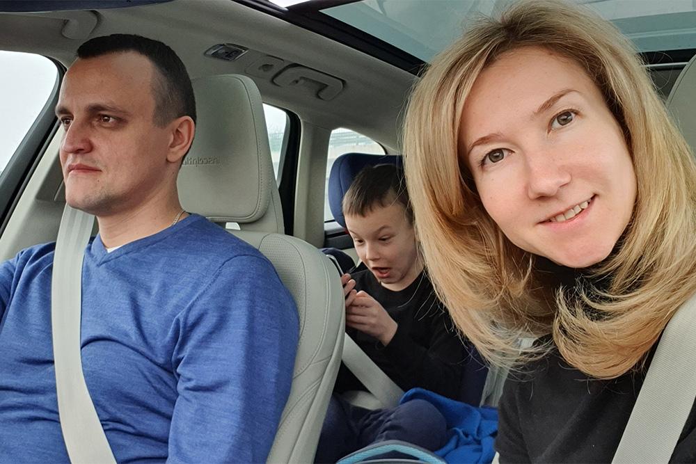 Всю дорогу из Москвы до Домбая за рулем был муж. На обратном пути были сложные метеоусловия, и мы менялись