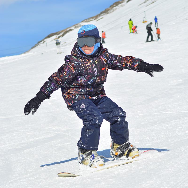 Сын в восемь лет освоил катание на сноуборде