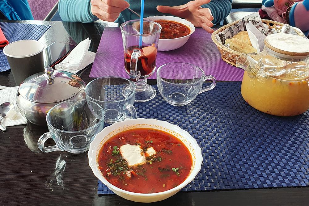 Обед в кафе «Поднебесье» на учебном склоне