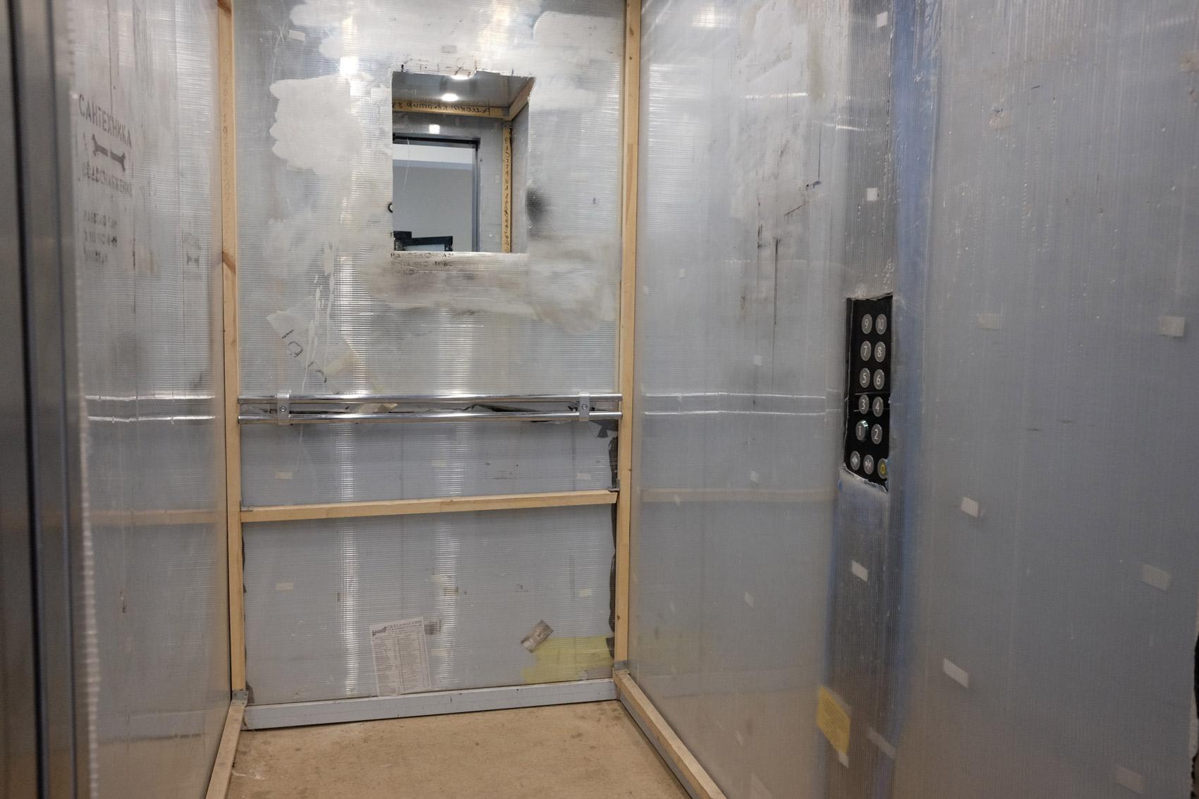 Лифт может быть обшит не только фанерой, но и премиальным лакшери-ВИП-поликарбонатом