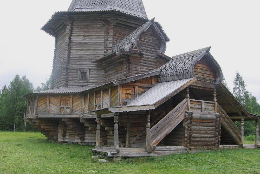 Малые Корелы — музей деревянного зодчества