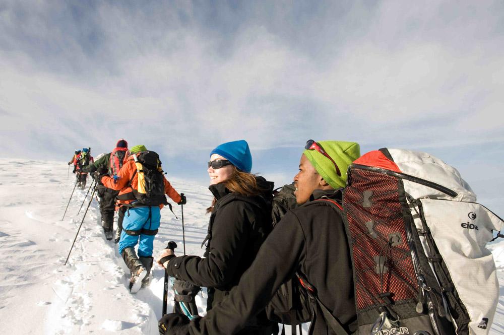 Отборочный лагерь в международную экспедицию «Пангея», Швейцарские Альпы. Вместе с 15 участниками из разных стран я ходила в горы, училась яхтингу и оказанию первой медицинской помощи и сдавала медицинские тесты для Mayo Clinic. Все расходы – от перелетов до проживания в штаб-квартире в Шато д'Э – оплатили организаторы