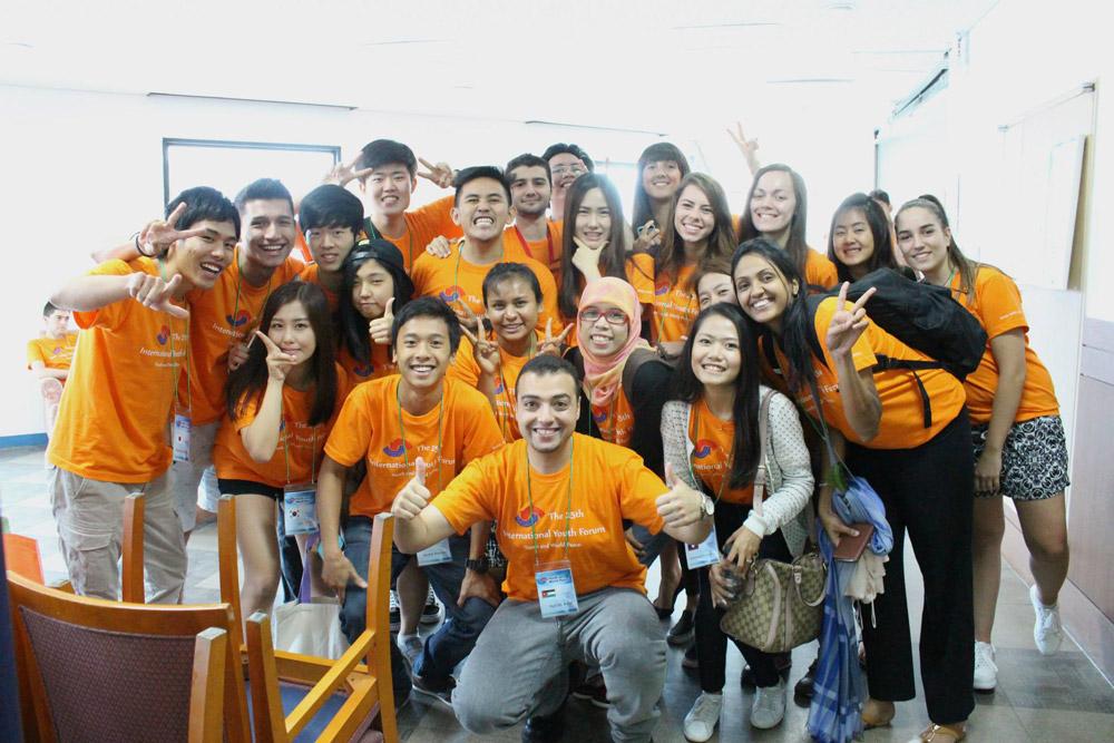 Международный молодежный форум, Сеул, Южная Корея. Я третья справа. Перелет, проживание и питание оплатили организаторы